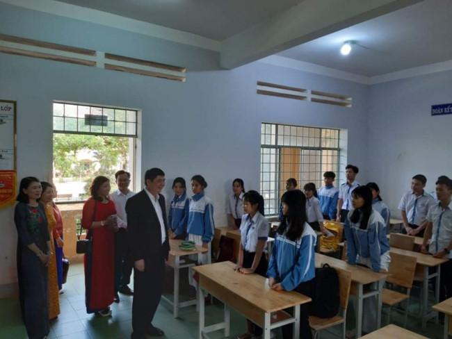 Đoàn công tác Sở GD&ĐT kiểm tra công tác phòng chống dịch.
